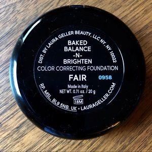 LAURA GELLAR Baked Balance -N- Brighten Foundation
